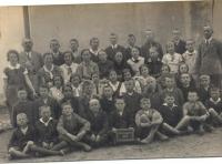 kola-u-kostela-1933